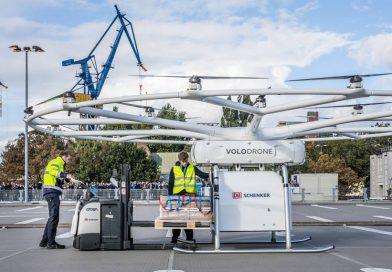 Dron i bicikl na zajedničkom zadatku – VoloDrone uspešno obavio prvi javni let (VIDEO)